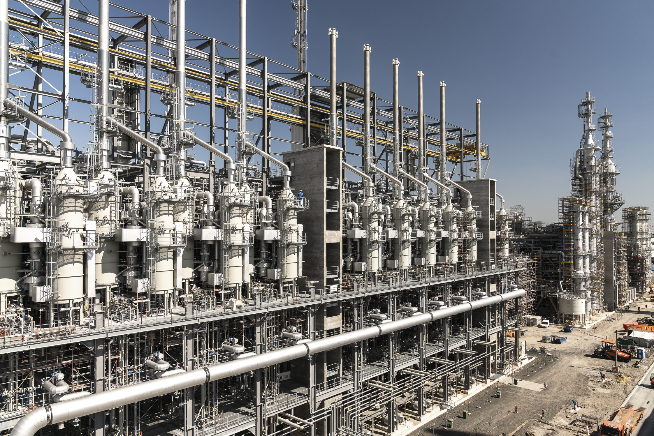 Sikla modular support frames and pipe shoes a BASF world-scale production chemical plant
